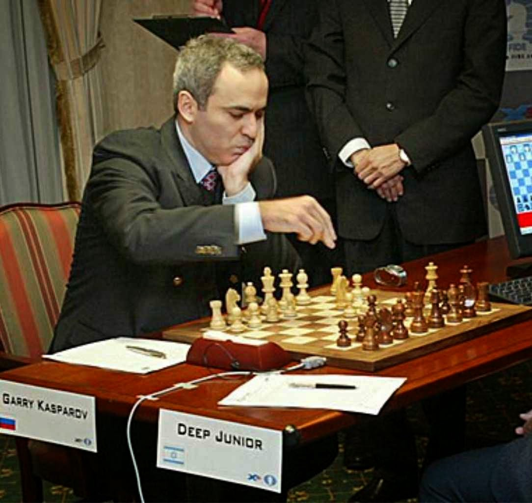 Garry Kasparov Grande Mestre e ex-campeão mundial de xadrez, considerado o maior enxadrista de todos os tempos