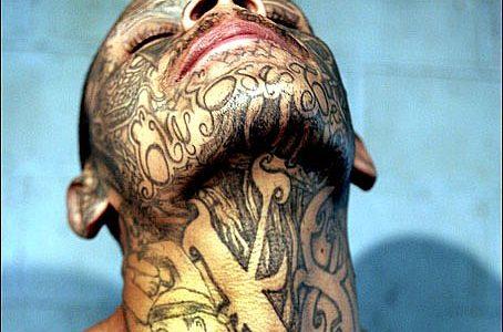 Estudo psiquiátrico aponta relação entre suicídio, músicas modernas e tatuagens